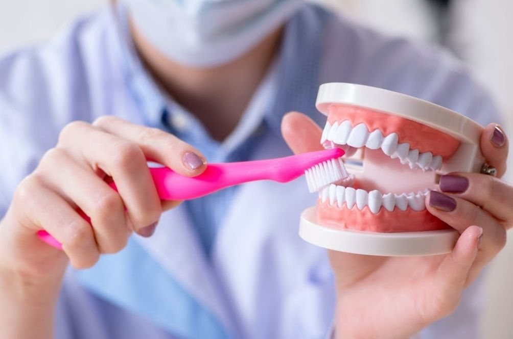 5 Myths About Brushing Your Teeth That Are Definitely Not True