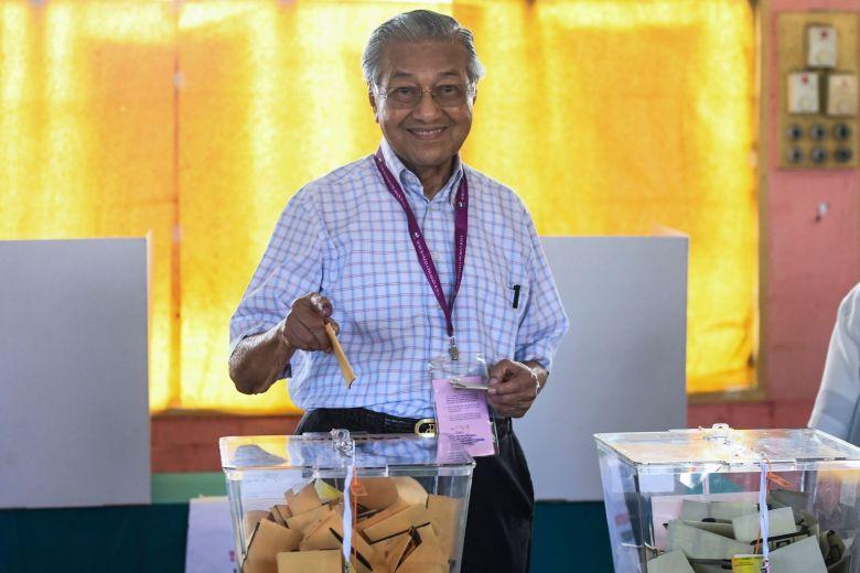 Tun Dr Mahathir casting his ballot during GE14.