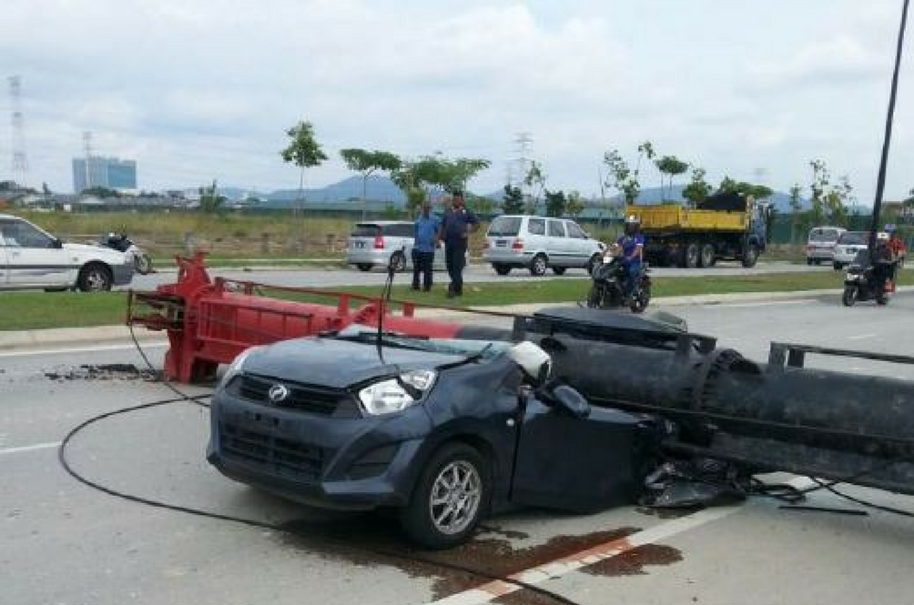Crane Falls Onto Car, Killing Two People in Klang