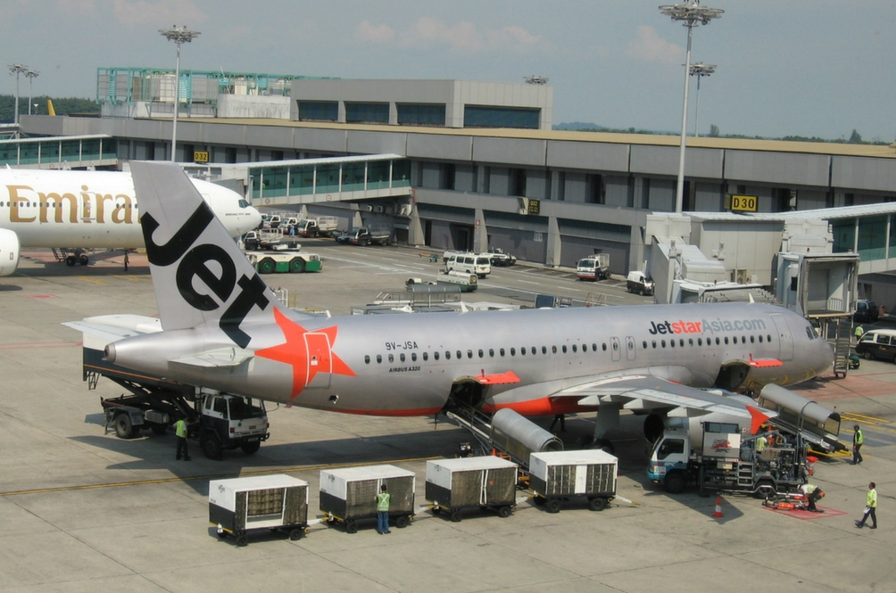 Jetstar Pilot Forced To Shut Down Plane Engine After Smoke Filled Cabin