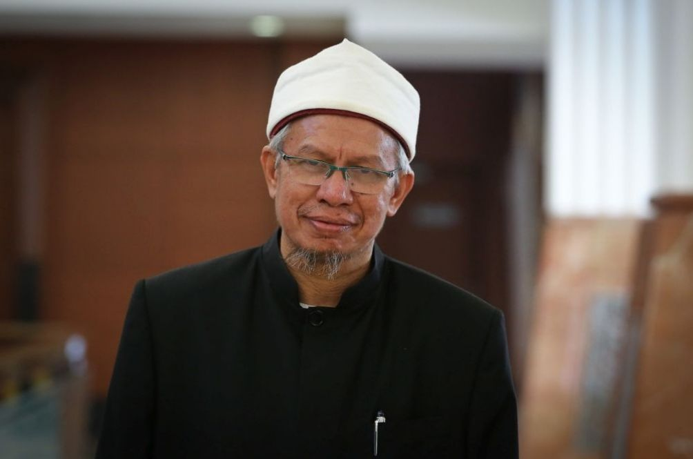 Religious Affairs Minister Dr Zulkifli Mohamad Discharged After Recovering From COVID-19