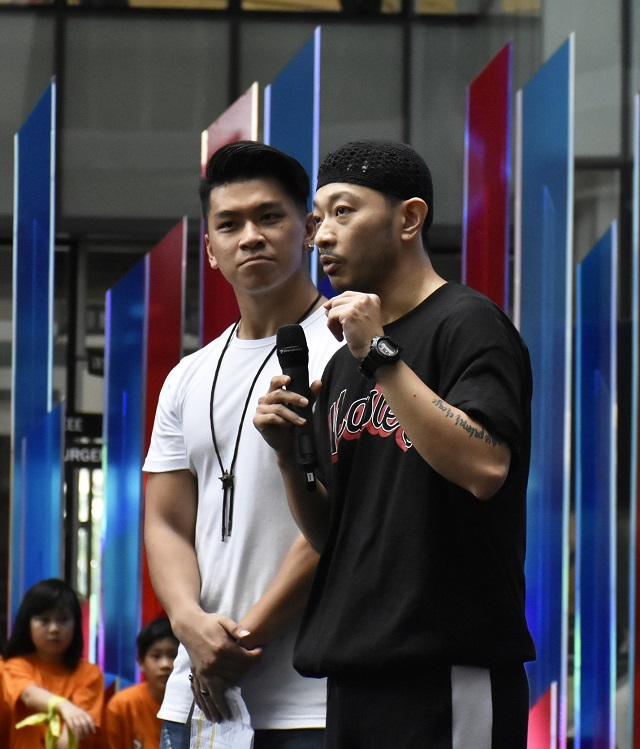 Dennis Yin returned to host Asian Battleground for the fourth year.