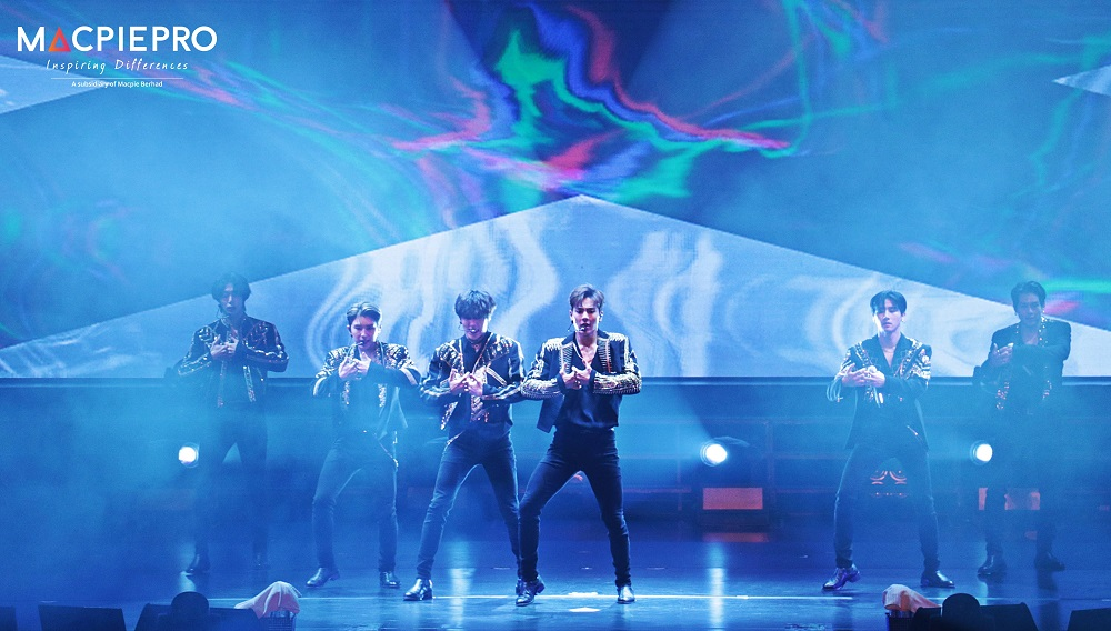 What To Do At A K-pop Concert Like MONSTA X When You're Not