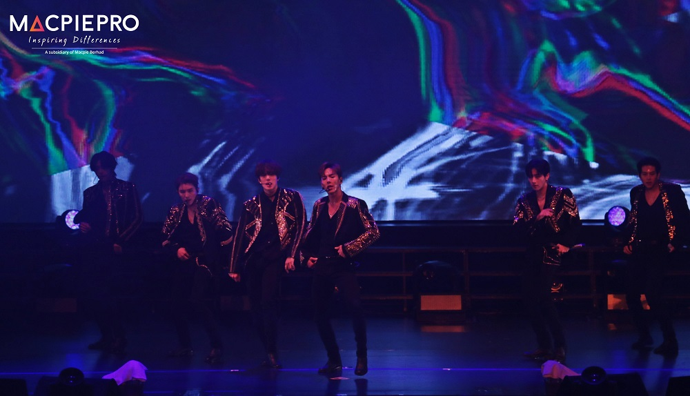 What To Do At A K-pop Concert Like MONSTA X When You're Not A Fan