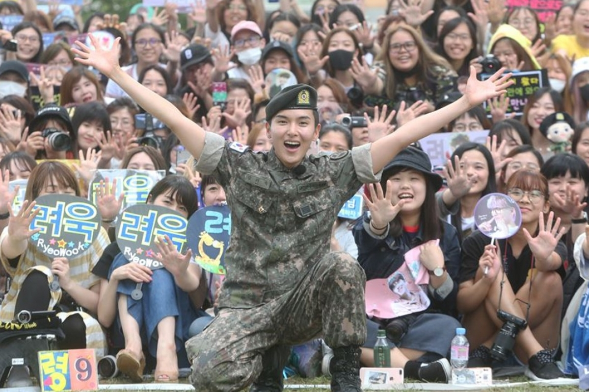 Two years will pass in a blink of an eye, like Ryeowook from Super Junior who had already completed his service.