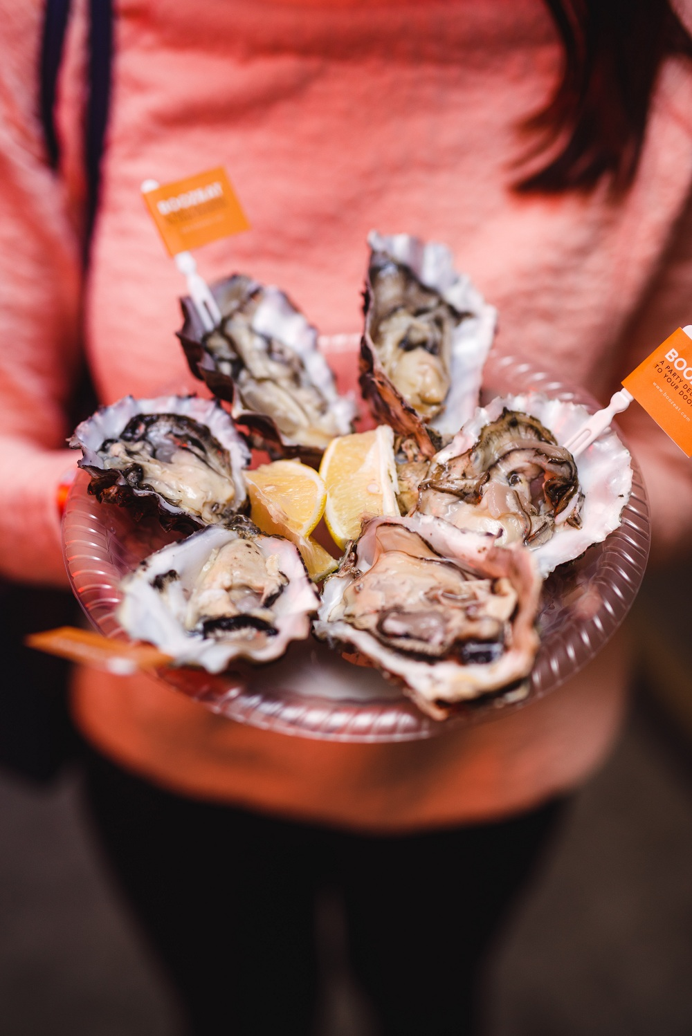 Fresh raw oysters by BoozEat.