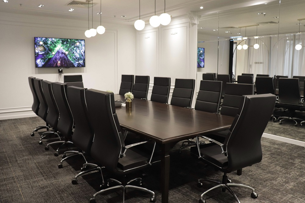 This meeting room accommodates 20 pax.