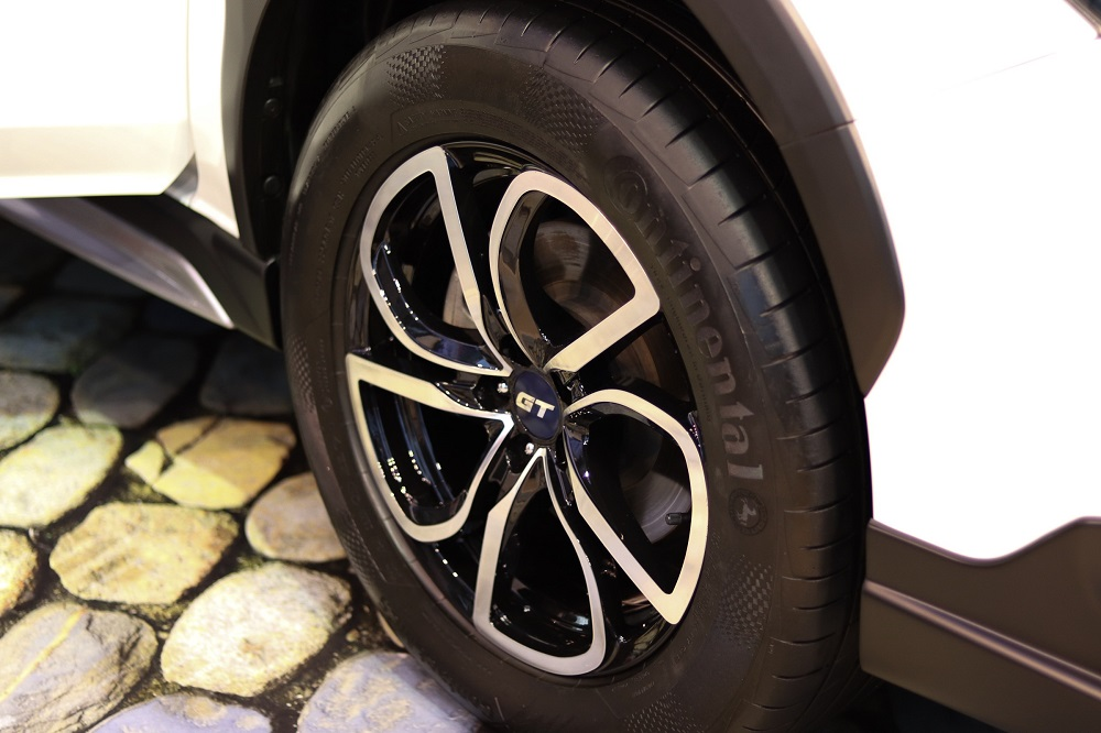 A whole set of 17-inch Alloy wheels.