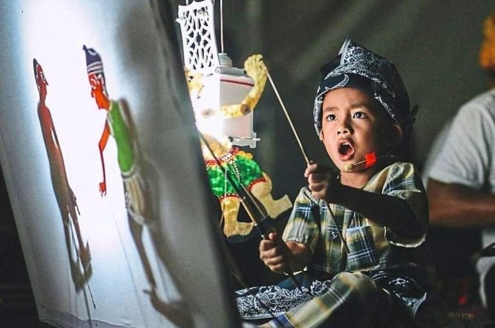 This Talented 5-Year-Old Is Already A Master Puppeteer In Wayang Kulit