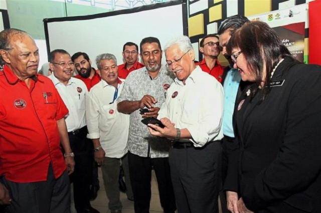 Higher Education Minister Datuk Seri Idris Jusoh launched the app at Restoran Ali Maju on Monday.