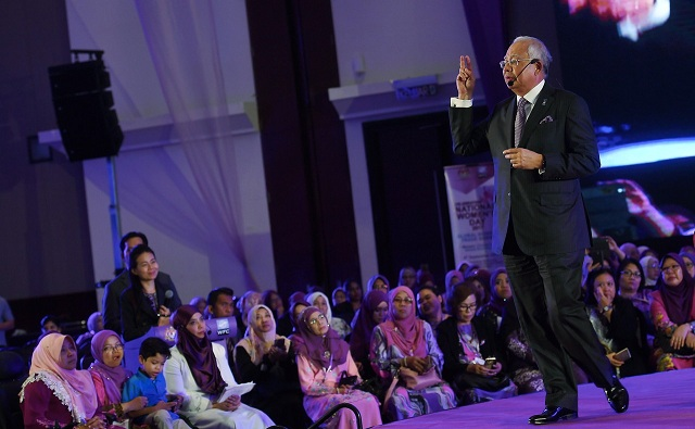 Prime Minister Datuk Seri Najib Razak also heard the aspirations of 18 women from various backgrounds.