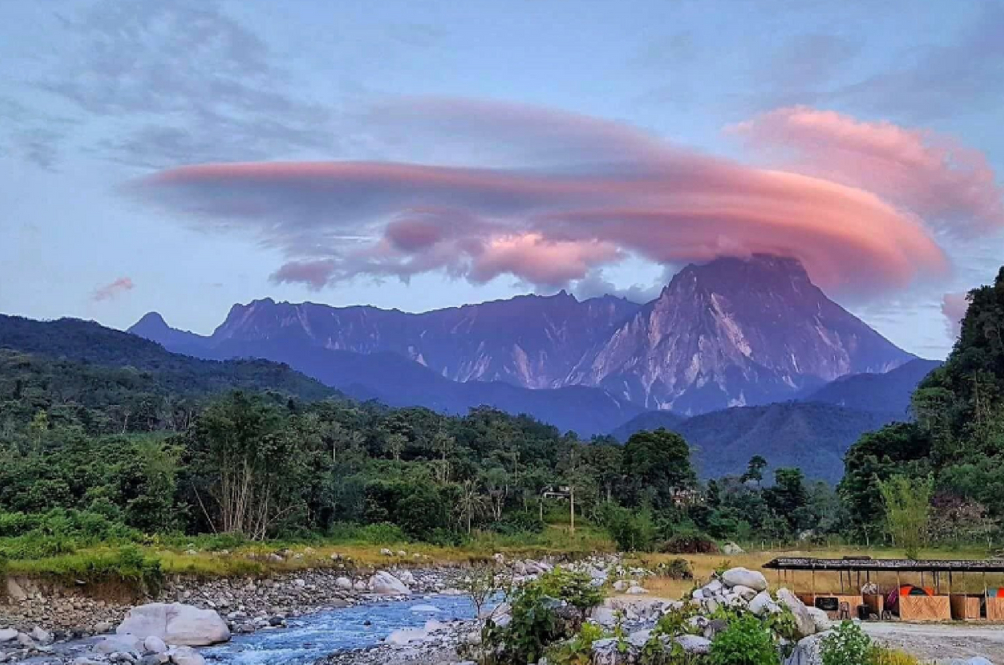 What Was This Strange Cloud Formation Seen On Mount Kinabalu?