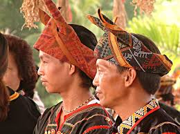 This headgear is also known as a 'sirung nabalu' or 'sigar nabalu'.