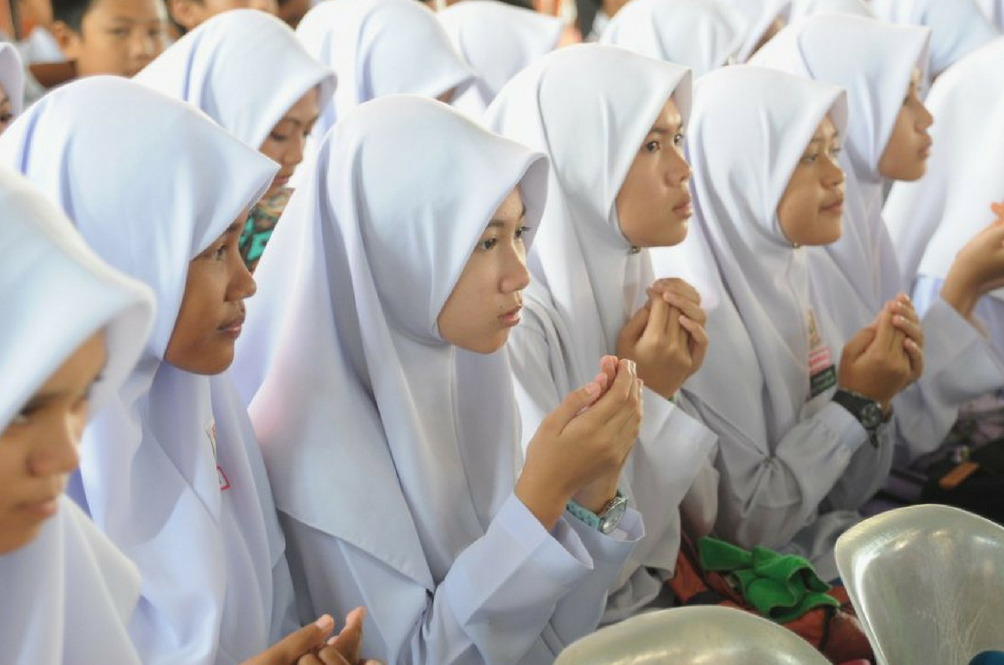 Wan Azizah Says The Govt Will Raise Minimum Marriage Age To 18