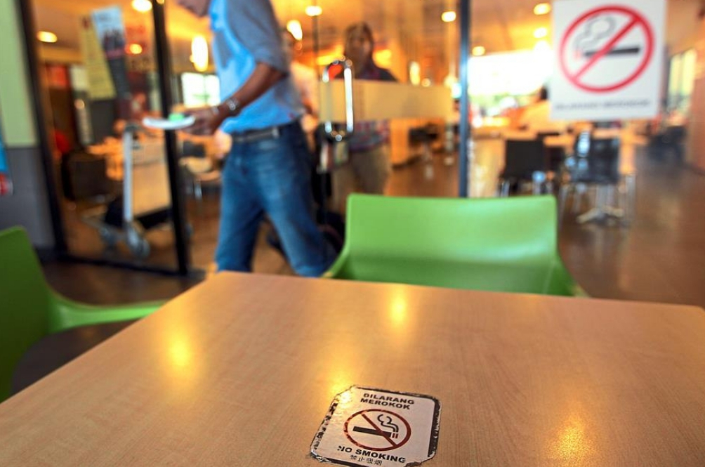 Govt To Ban Smoking At Open-Air Eateries And People Are Very Pleased