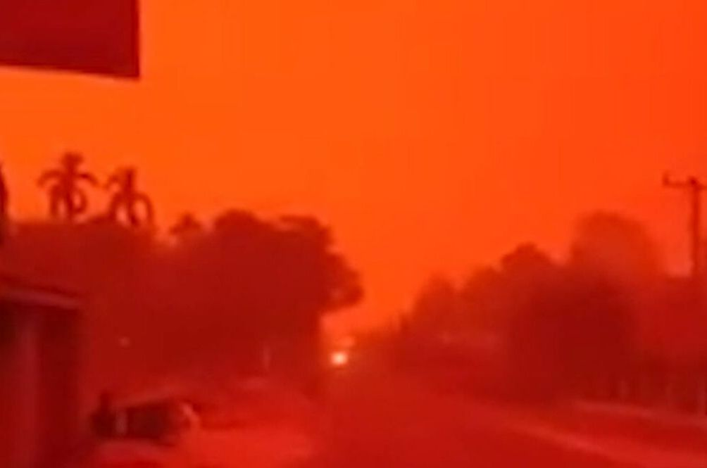 The Skies In Indonesia Turned Blood Red Last Weekend And It Looks Like A Nightmare
