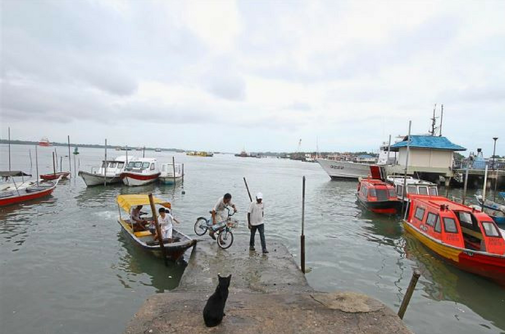 High Tides Break Bunds in Klang