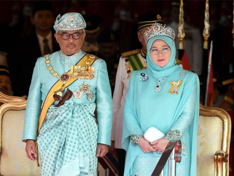 The Queen's attire was made with the Tenun Pahang.