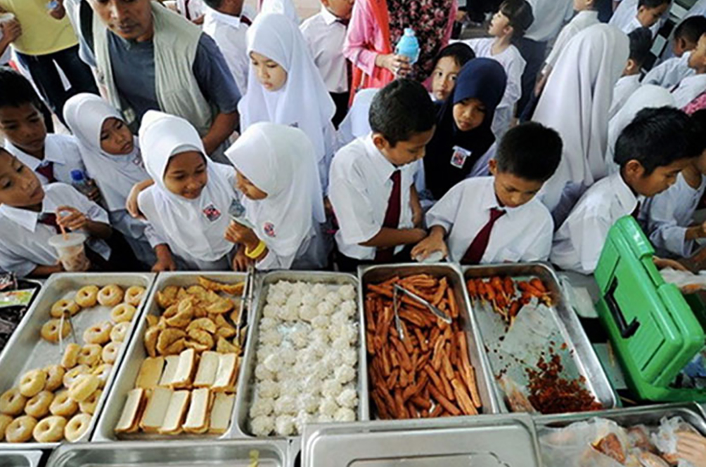 Dr M: Free School Breakfast Only For Needy Students