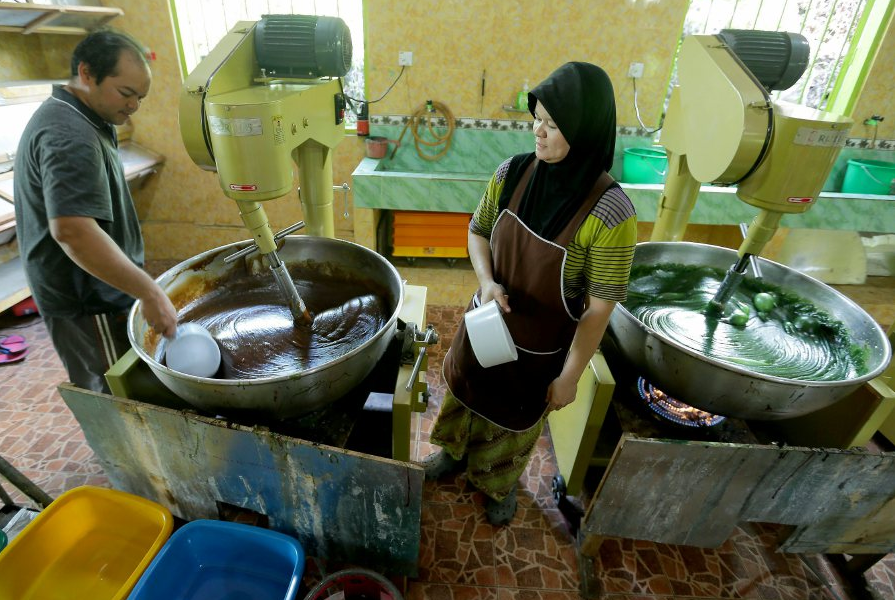 How long does it take to make one tonne of dodol?