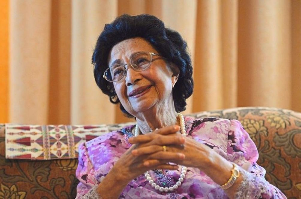 Tun Dr Siti Hasmah Receives Lifetime Achievement Award