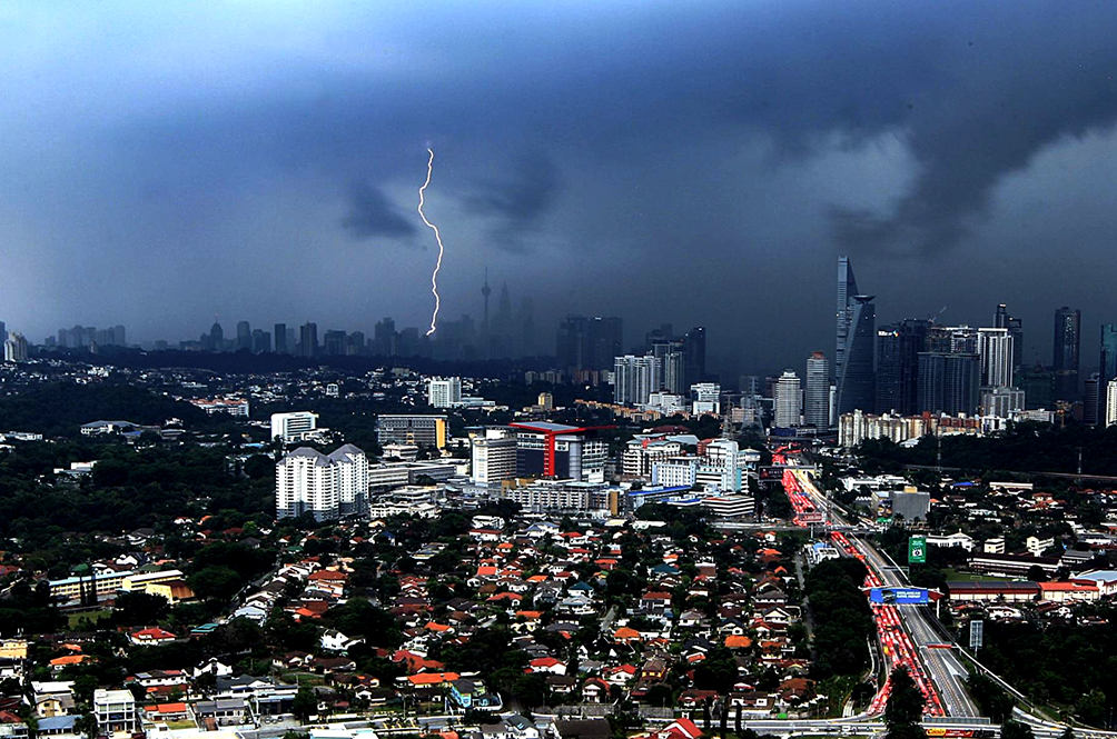 Here's The Reason Why The Weather In Malaysia Is A Little Bit Scary These Days
