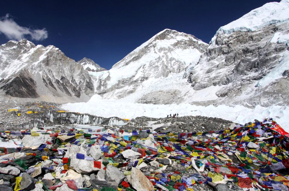 After Dead Bodies, Garbage And Human Faeces Begin Emerging On Mount Everest