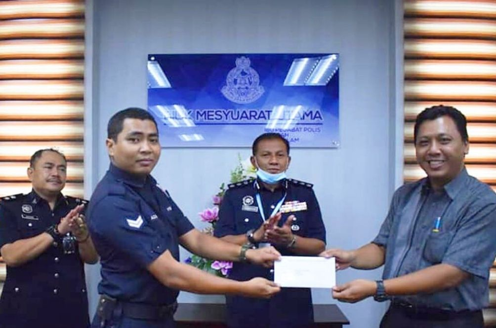 Policeman Who Saved Puppy That Fell Into Monsoon Drain Receives Letter From Selangor Queen