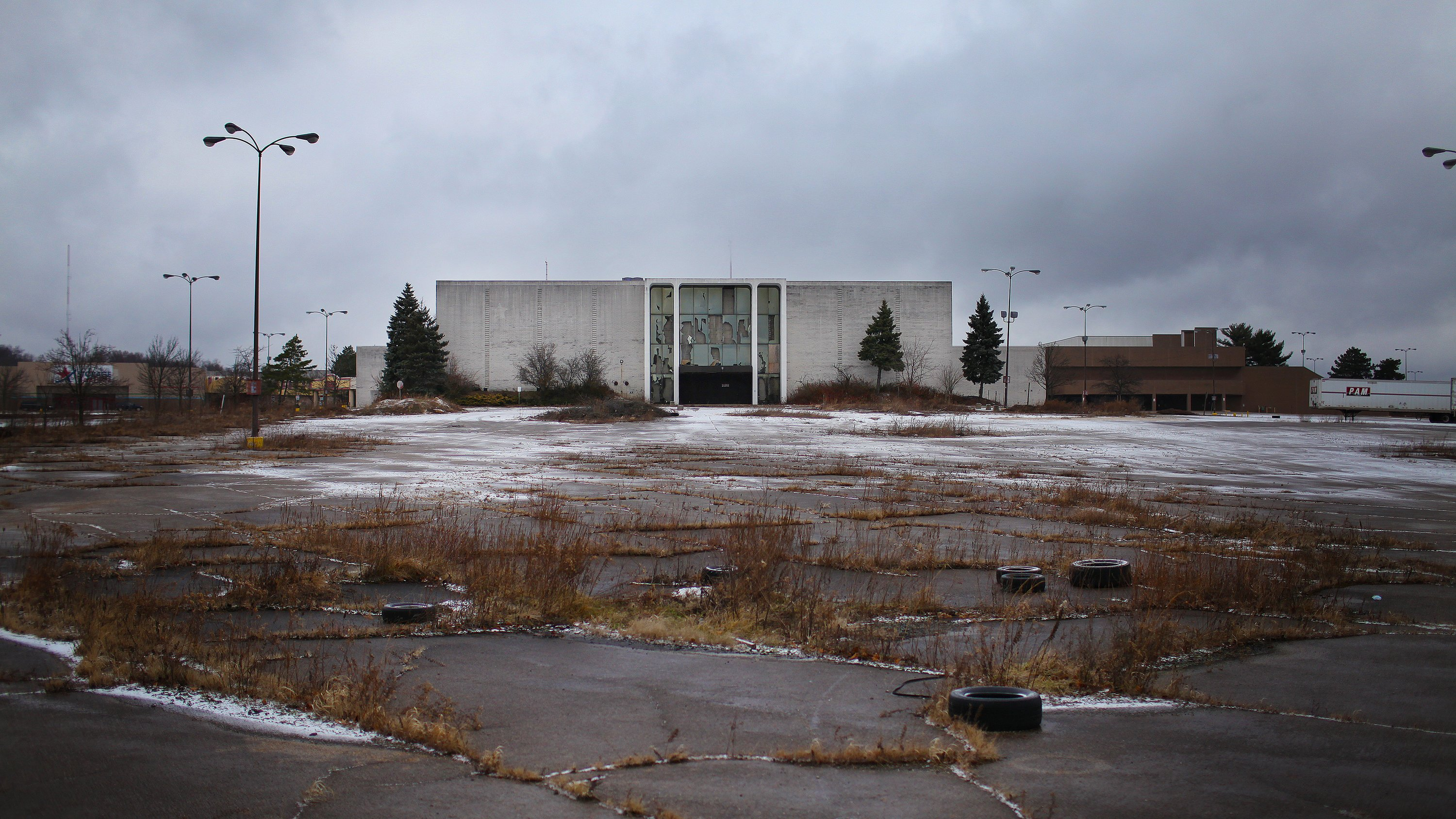 A photo of Rolling Acres in America in a report by NY Times on 'Dead Malls'