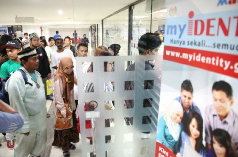 10 People Arrested Over Fake MyKad Syndicate
