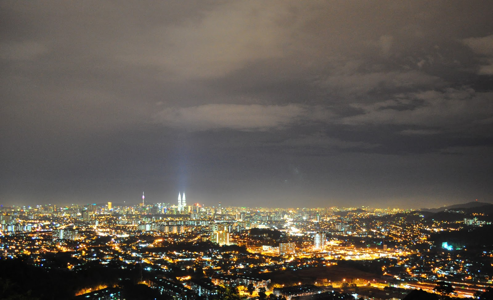 Bet you've never seen KL quite like this. Catch this view from the Ampang lookout point.