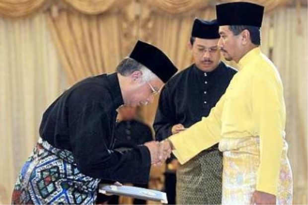 Najib gets sworn in at Istana Negara