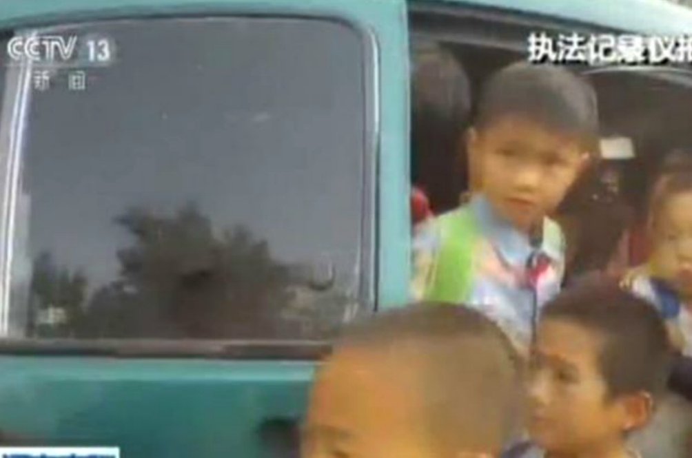 Guess How Many Kids Chinese Police Found In This Mini Van