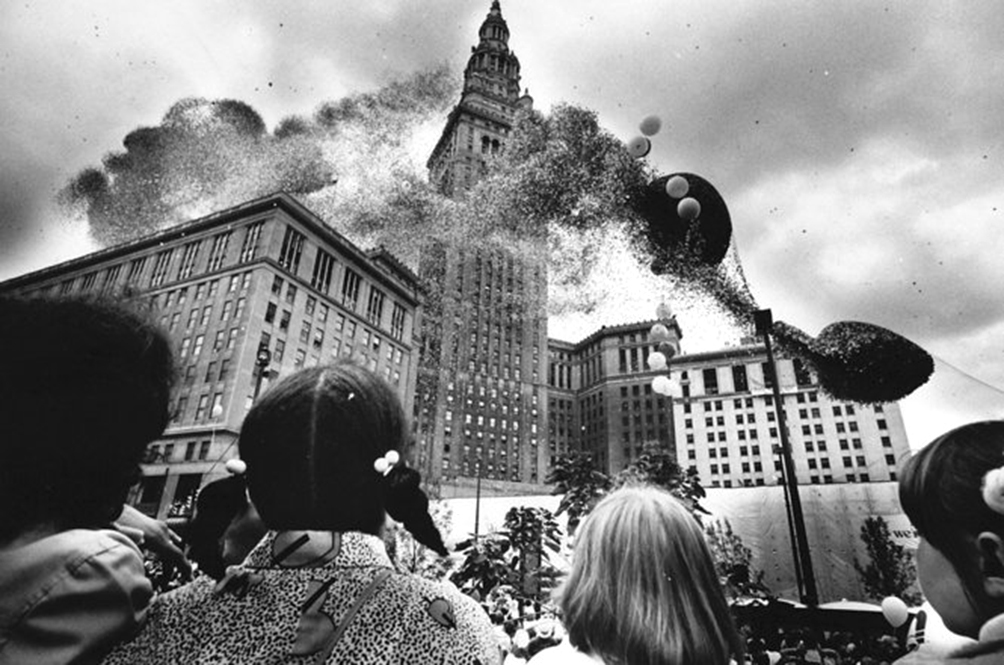 Thirty Two Years Ago, This Balloon Tragedy Threw An Entire City Into Total Chaos