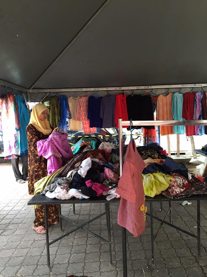 We spot one gorgeous-looking baju kurung there!