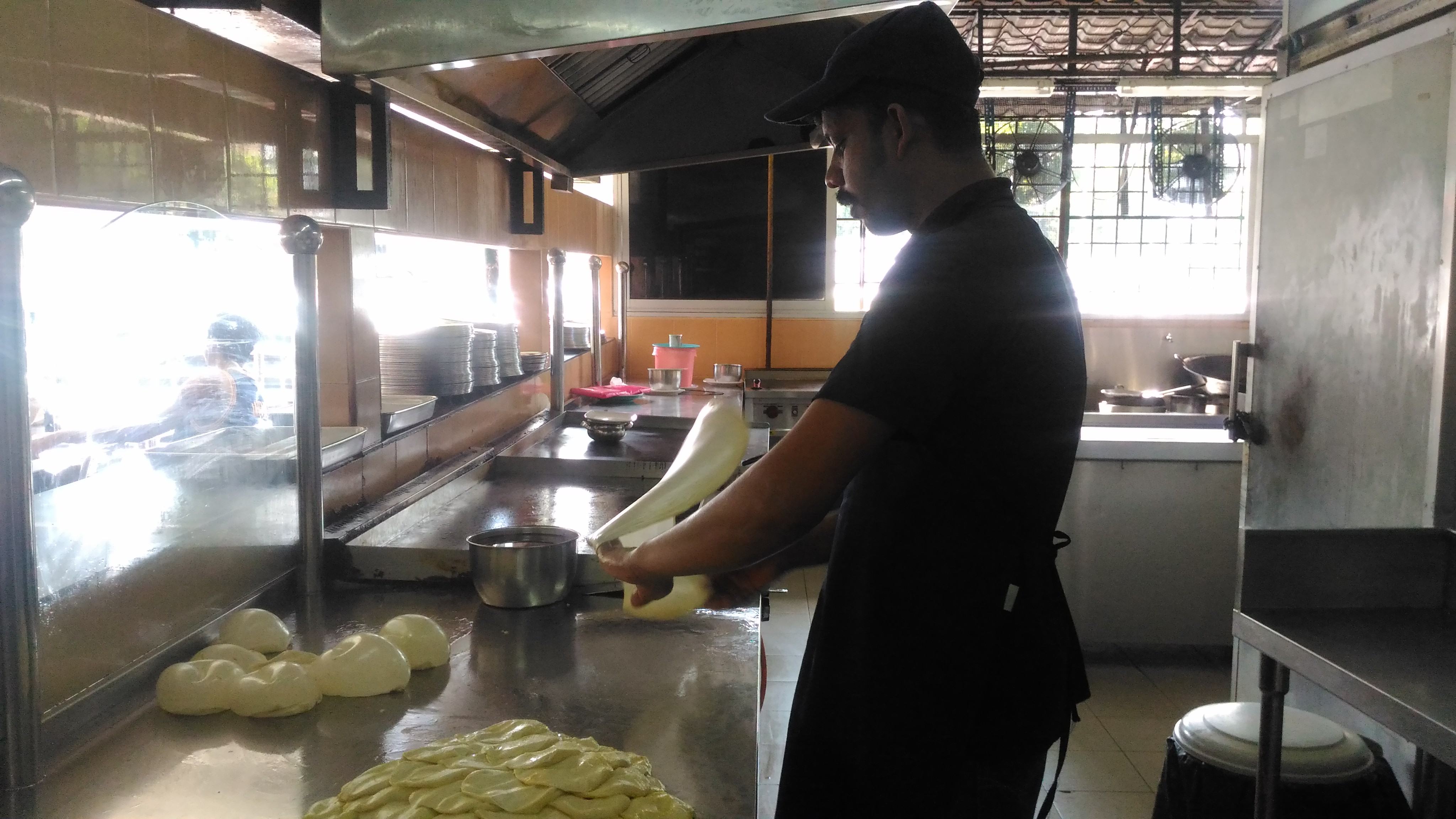 Check out how this roti master put his skills on show!