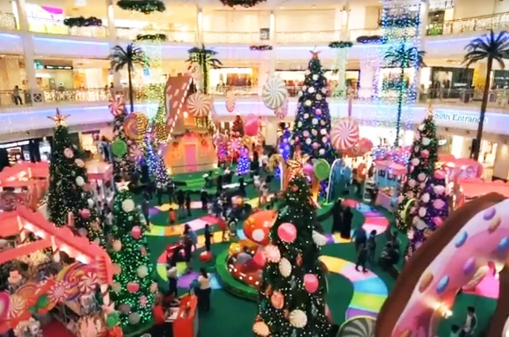 It's Going To Be A Really Sweet Christmas At This Local Shopping Mall