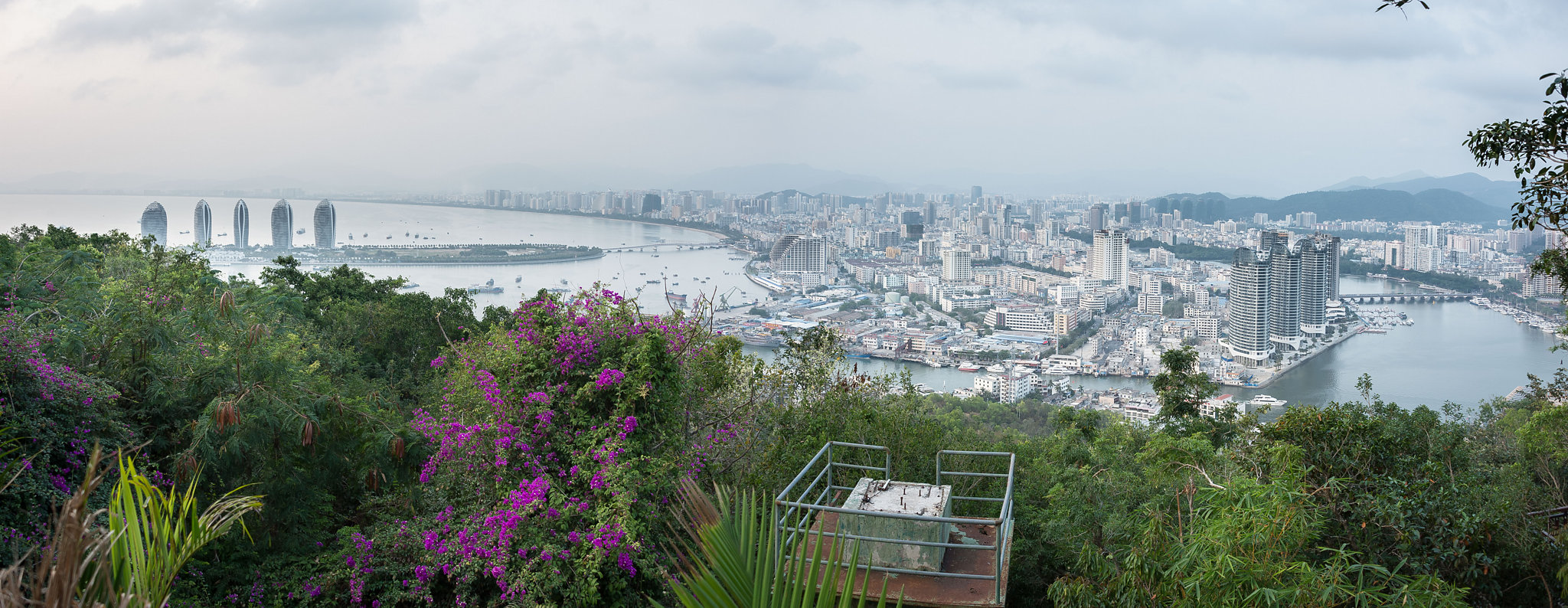 A panoramic view at the top of Luhuitou Park.