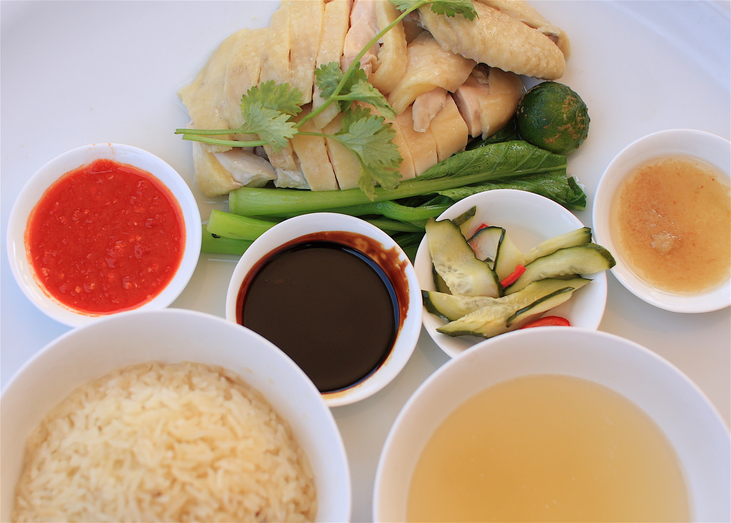 A set of Hainan chicken rice.