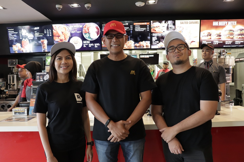 The team with Managing Director and Local Operating Partner of McDonald's Malaysia, Azmir Jaafar.