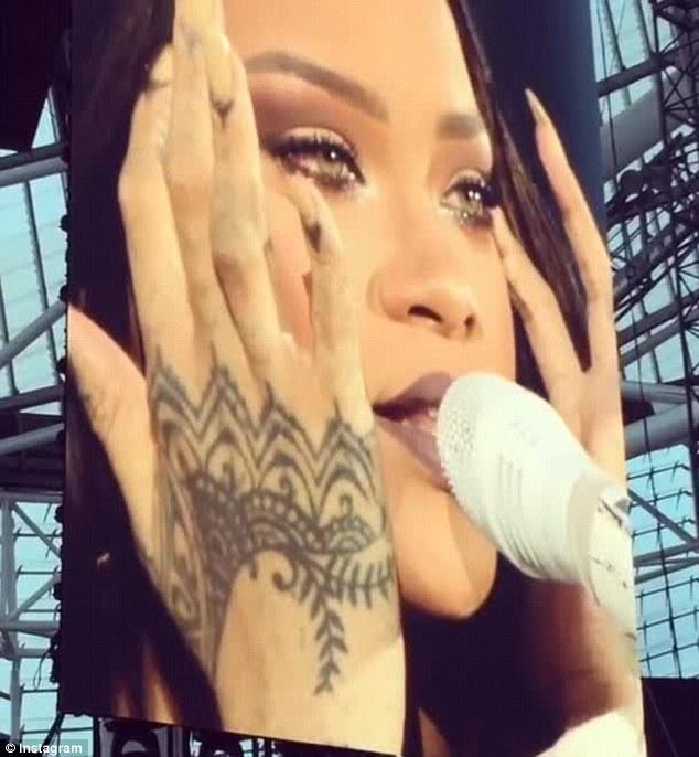 Kenapa Kau Menangis Rihanna?