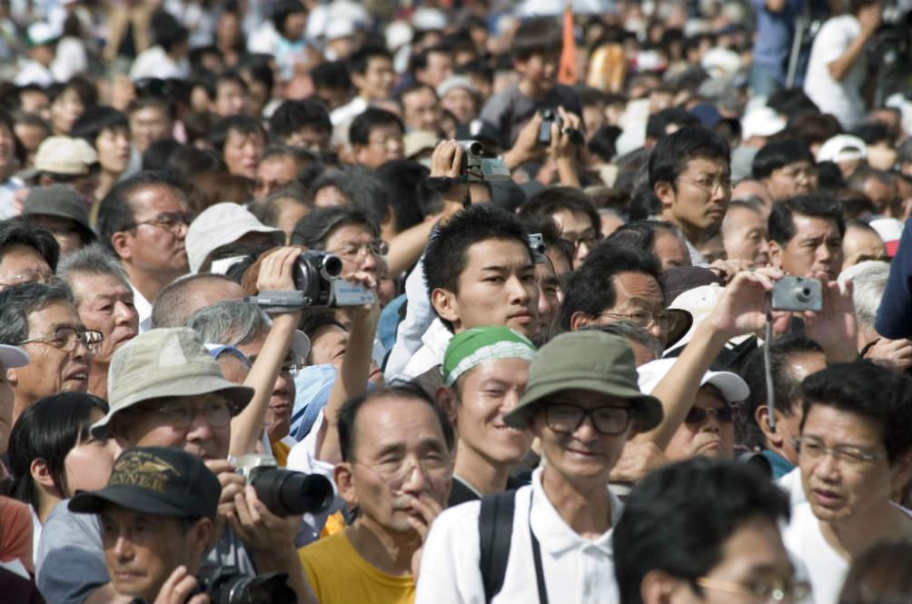 Chinese Tourists Make Headlines Again
