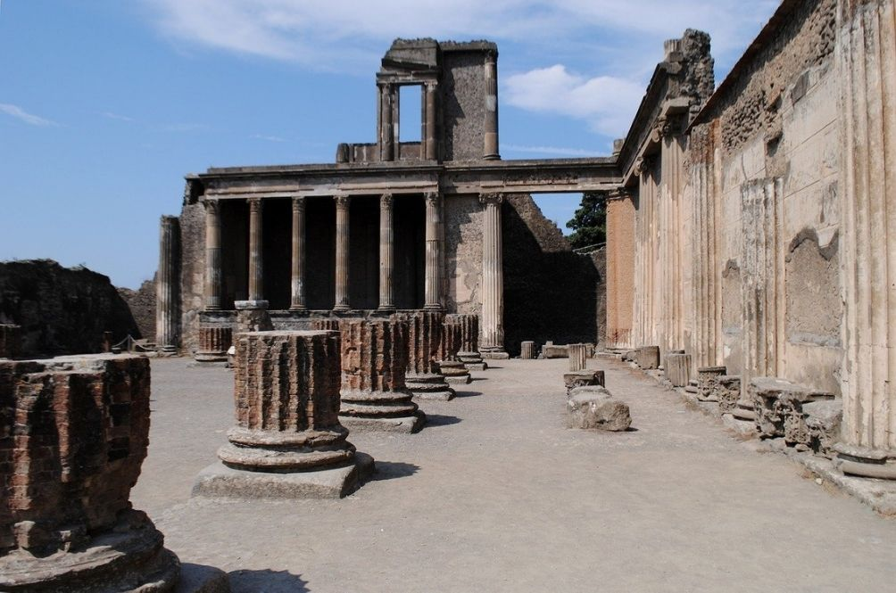A Canadian Woman Returns Stolen Artefact From Pompeii After Suffering