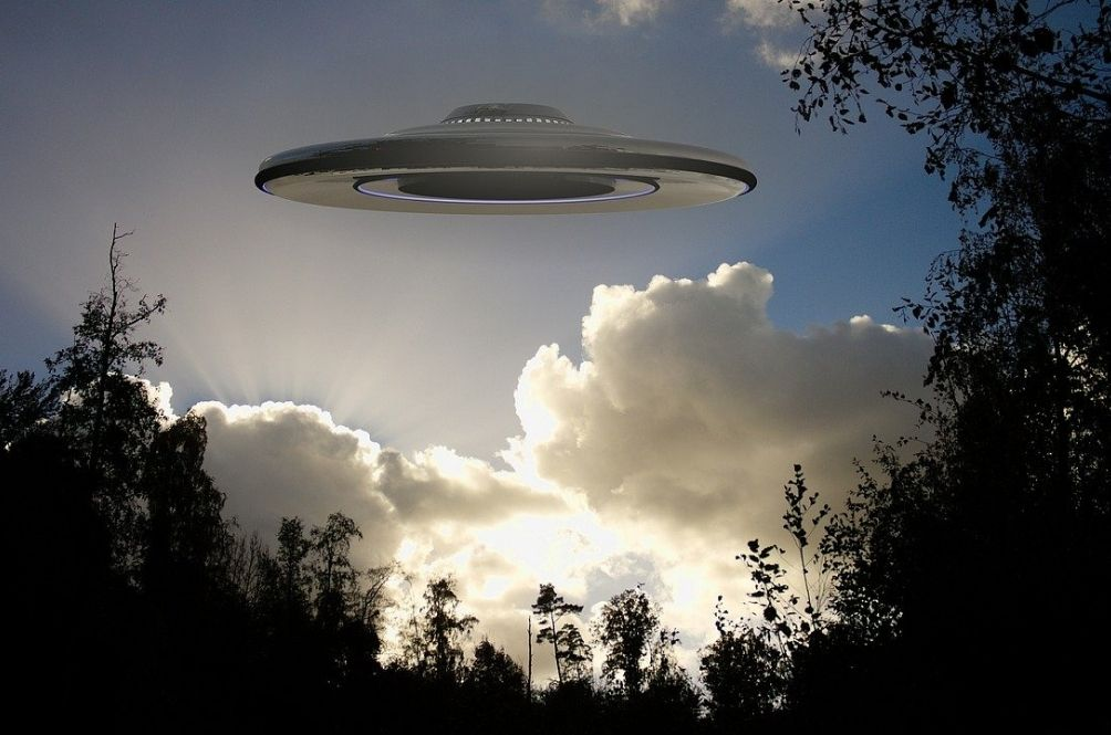 Ex-Pentagon Official: UFOs Exists But The US Government Doesn't Want You To Know