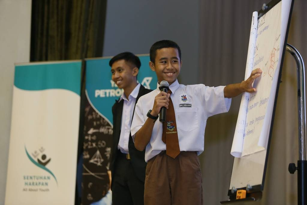 Students from Sabah sharing their ideas
