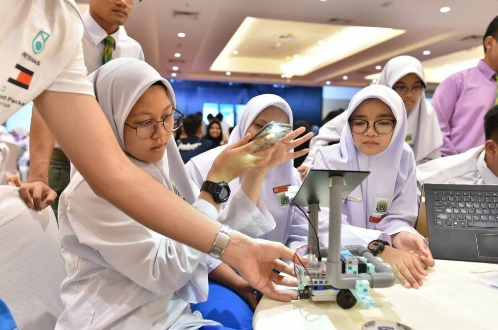 Students Spearhead Projects To Reduce Carbon Emission In Five States