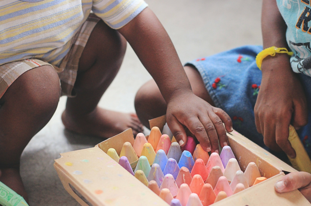 5 FREE Activities Around the House to Keep Your Toddler Busy