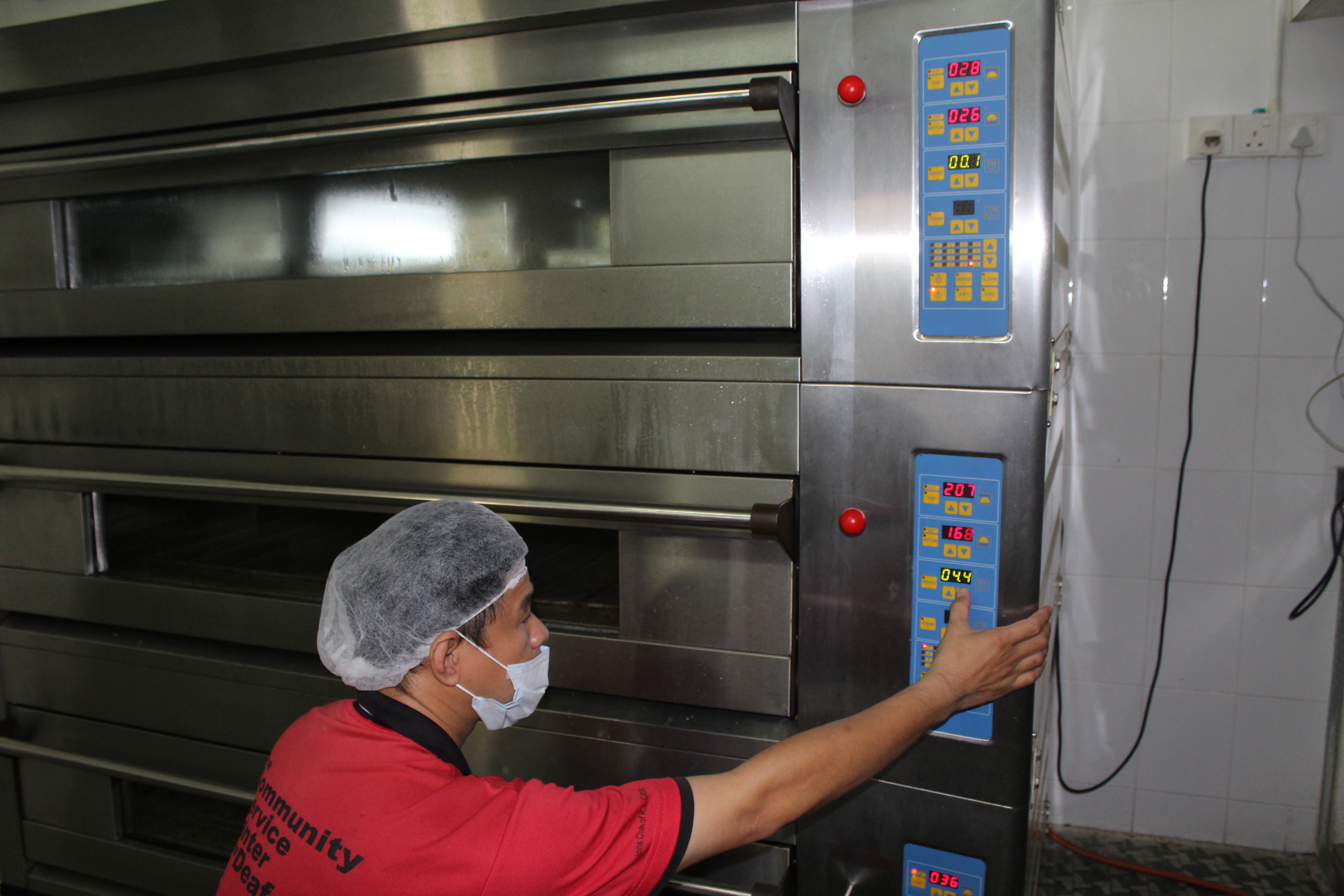 Head chef Khew Yun Loi demonstrates how the three-tier oven works.